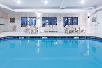 葛洛夫市哥倫布 - 格羅夫城溫德姆拉昆塔套房飯店的相片