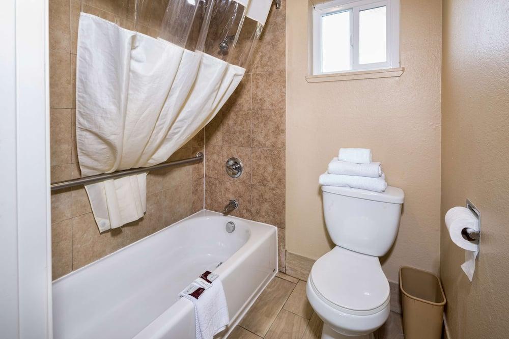 Szoba, 1 king (extra méretű) franciaágy - Fürdőszoba