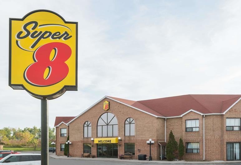 Super 8 by Wyndham Mt Hope Hamilton Intl Arpt ON, Hamilton