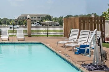 Picture of Super 8 by Wyndham San Marcos in San Marcos