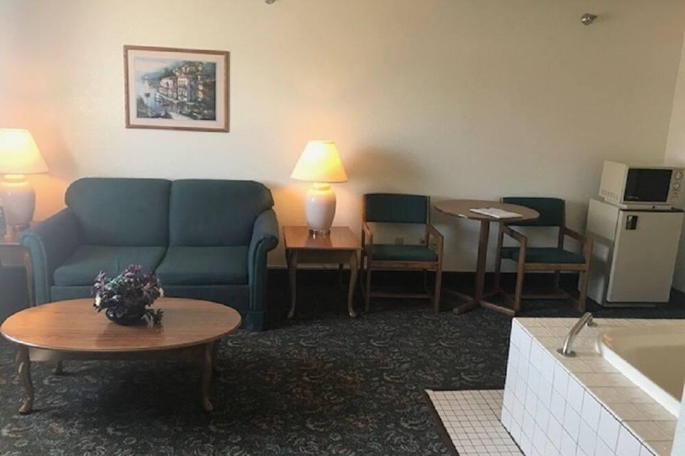 ห้องดีลักซ์สวีท, เตียงคิงไซส์ 1 เตียง และโซฟาเบด, อ่างน้ำวน - พื้นที่นั่งเล่น