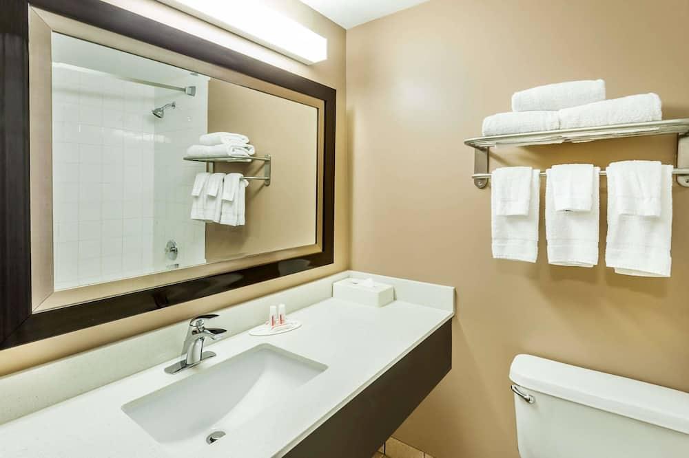 Стандартний номер, 2 ліжка «квін-сайз», холодильник - Ванна кімната