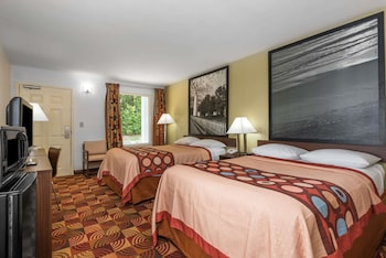 Picture of Super 8 by Wyndham Fayetteville in Fayetteville