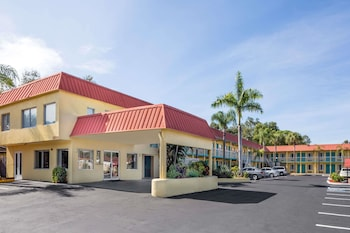 Picture of Super 8 by Wyndham Sarasota Near Siesta Key in Sarasota