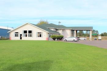 Picture of AmeriVu Inn & Suites - Cumberland in Cumberland
