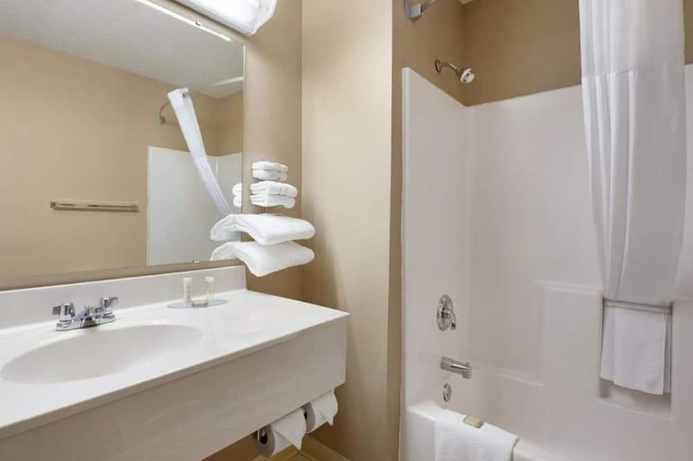 Štandardná izba, 2 veľké dvojlôžka, nefajčiarska izba - Kúpeľňa
