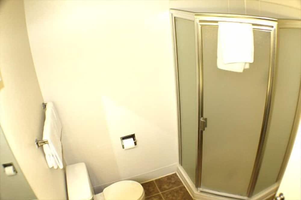 Standard Room, 2 Double Beds (No Pets Allowed) - Bathroom