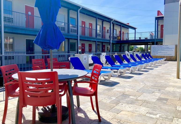 Sea And Breeze Hotel And Condo, Tybee Island, Pool