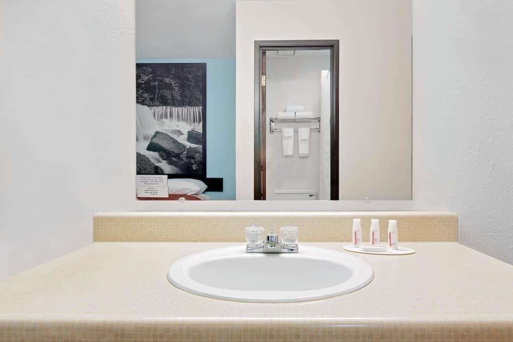 客房, 1 张特大床, 无障碍, 无烟房 (Mobility) - 浴室