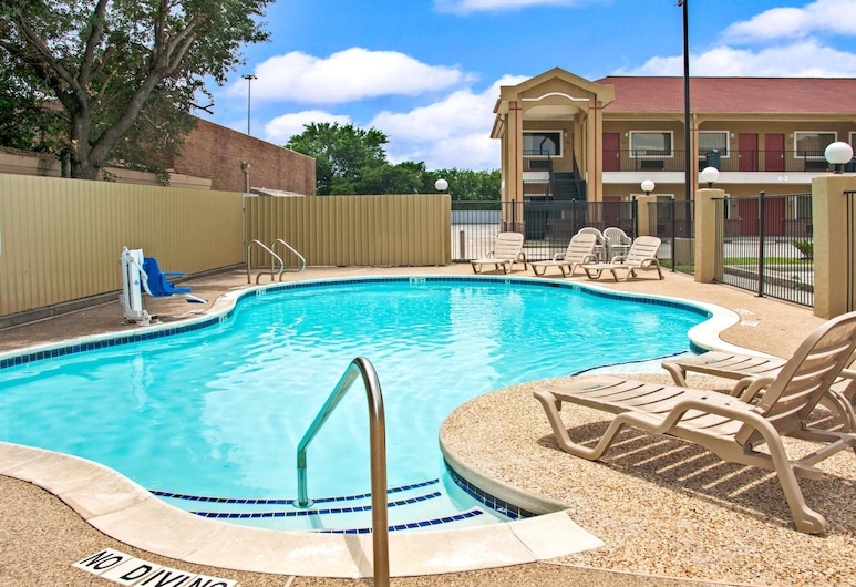 Super 8 by Wyndham Houston/Brookhollow NW, Houston, Piscine