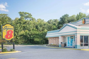 Picture of Super 8 by Wyndham Durham/University Area NC in Durham