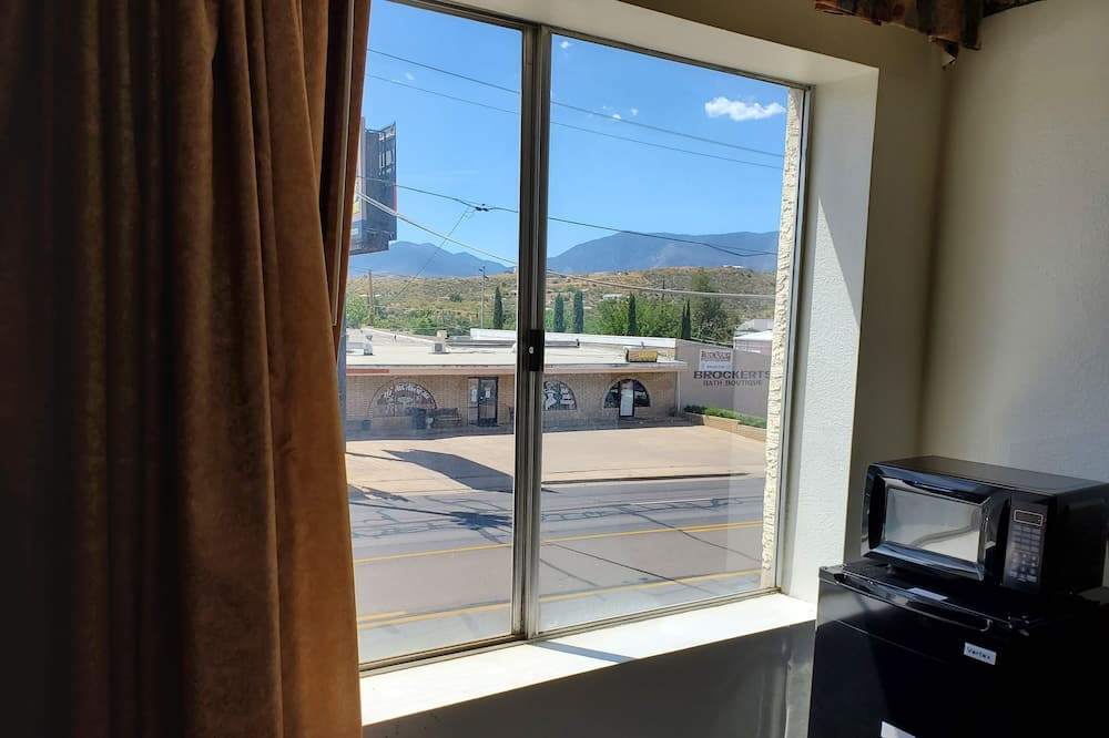 Business Suite, 2 Queen Beds, Mountain View - Water view