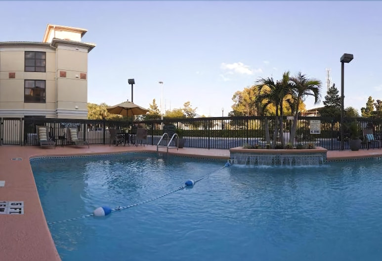 Holiday Inn Express Hotel & Suites Clearwater North-Dunedin, Dunedin, Outdoor Pool