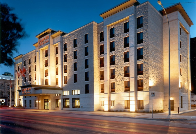 Humphry Inn & Suites, Winnipeg, Hotel Front – Evening/Night