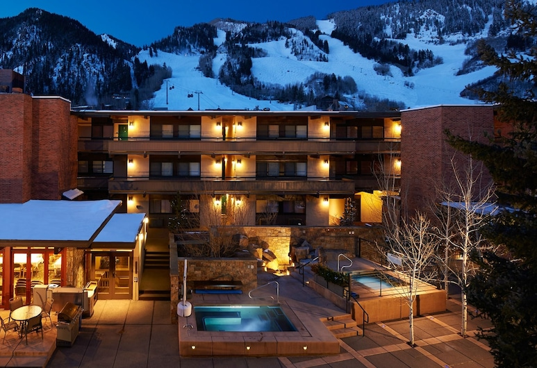 Aspen Square Condominium Hotel, Aspen, Tina de hidromasaje al aire libre