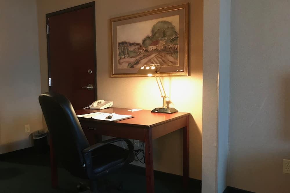 Pokoj typu Business, dvojlůžko (200 cm), bezbariérový přístup, nekuřácký - Obývací prostor