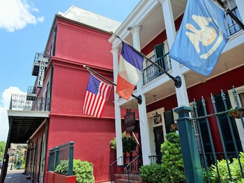 Picture of Le Richelieu in the French Quarter in New Orleans