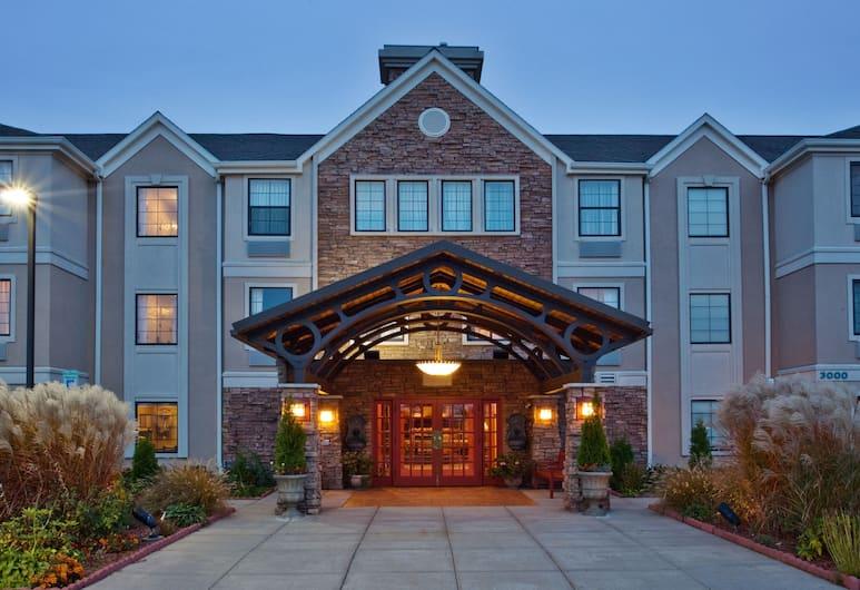 Staybridge Suites Grand Rapids-Kentwood, Grand Rapids, Exterior
