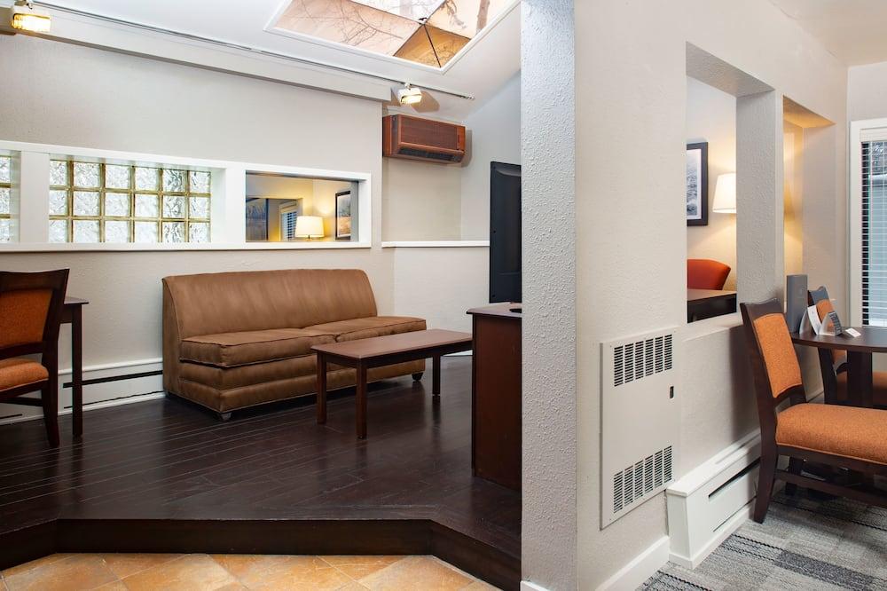 סוויטה, מיטת קינג וספה נפתחת (Deluxe Room) - אזור מגורים