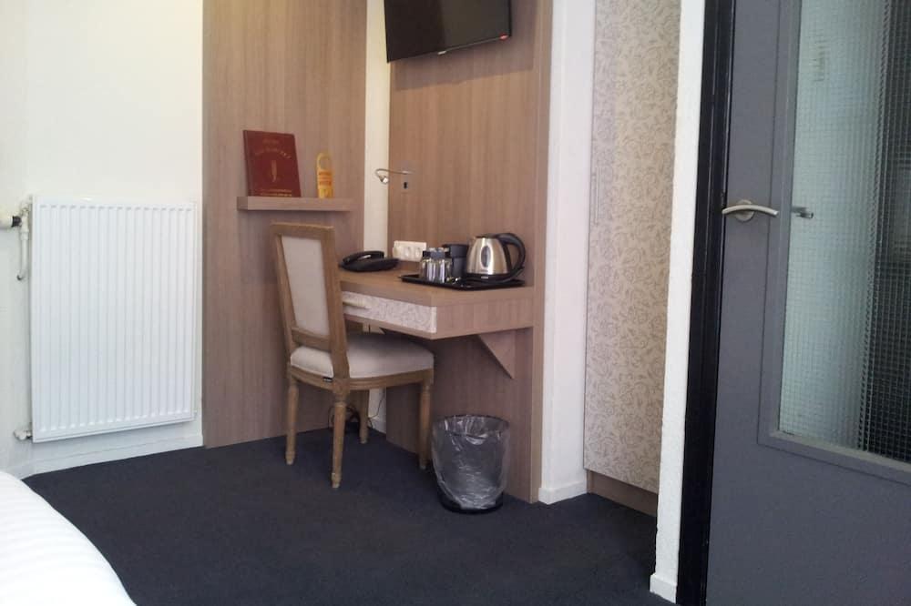 Habitación triple, 3 camas individuales - Sala de estar