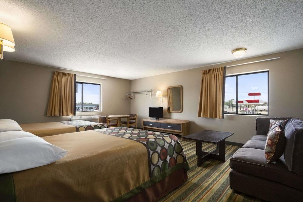 Suite, 2 Queen Beds, Microwave - Guest Room