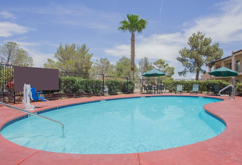 Super 8 by Wyndham Barstow, Barstow, Piscina