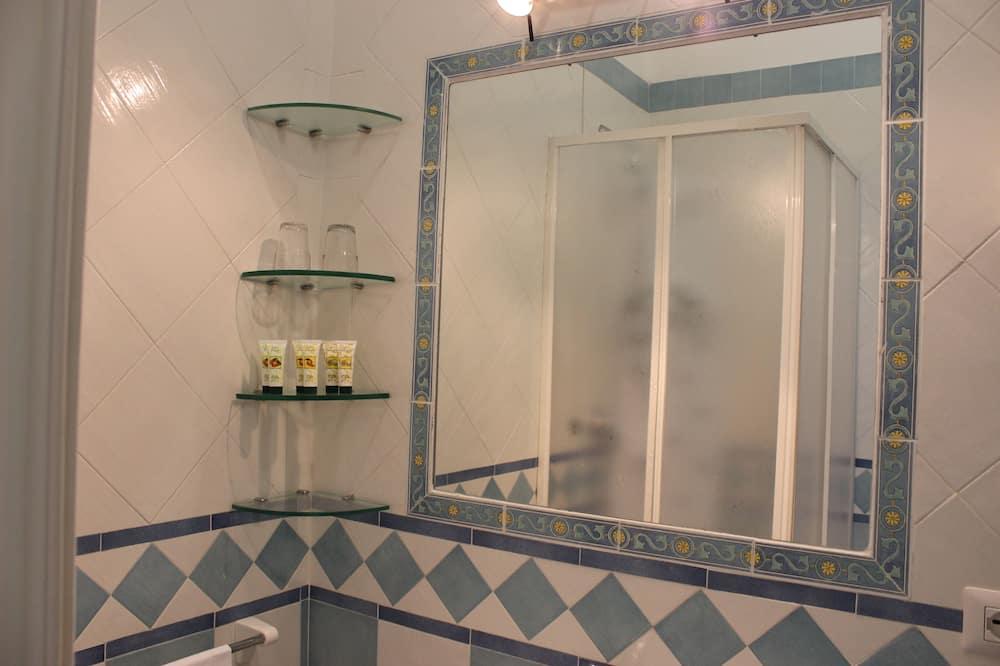Classic Double or Twin Room - Bathroom