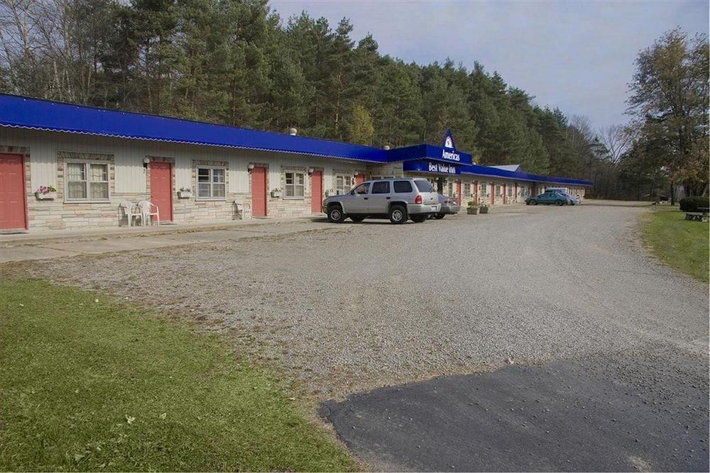 Best Inn Wellsville Parking