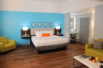 Picture of BLVD Hotel & Suites in Los Angeles