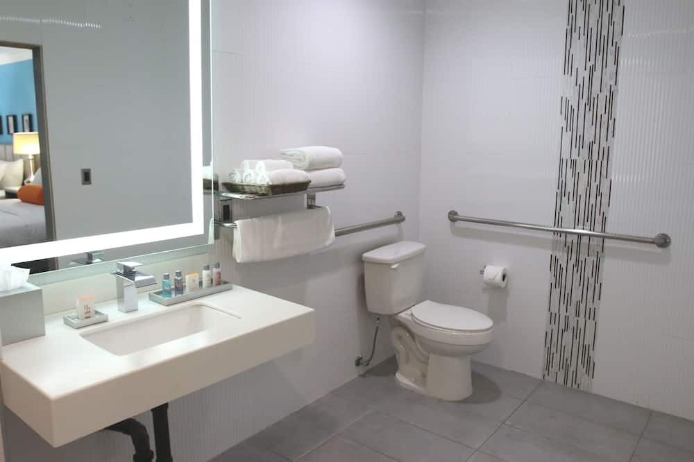 ADA Accessible Room with Two Queen Beds - Bathroom