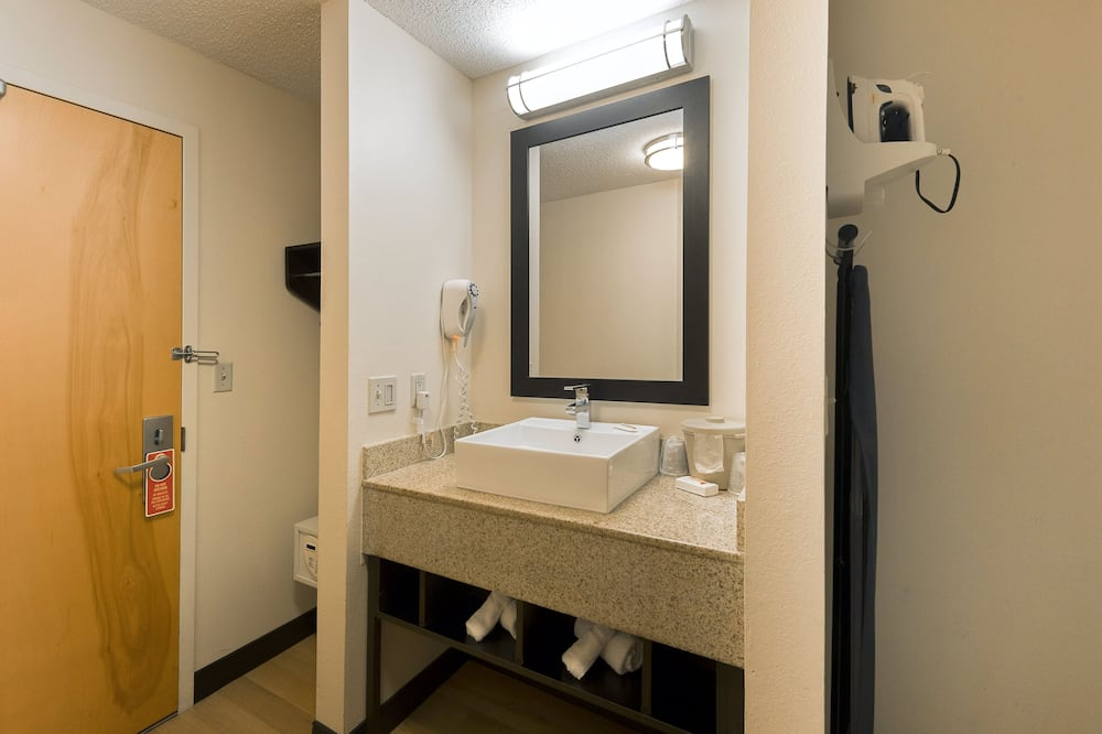 Superior Room, 1 King Bed (Smoke Free) - Bathroom