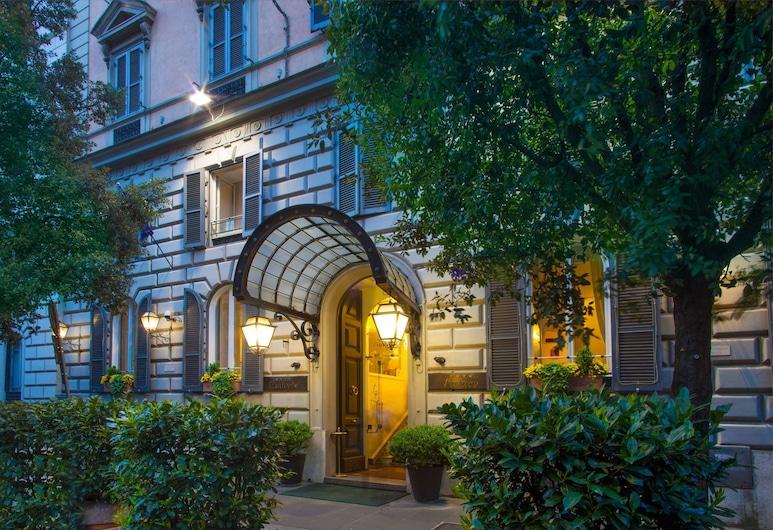 Hotel Ludovisi Palace, Rom, Hotellfasad - kväll