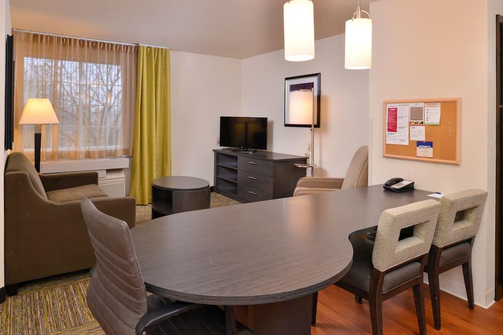 Suite, 1 Bedroom, Kitchen (1 Queen, Living, Dining) - Living Room