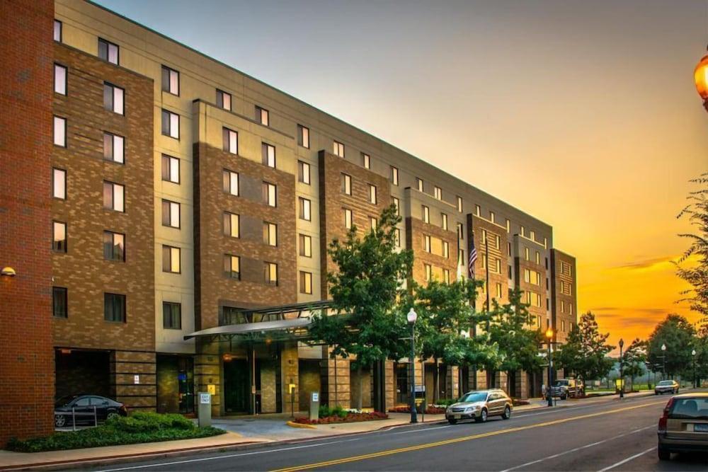 Lafayette Park Hotel And Suites Ton Princeton Nj