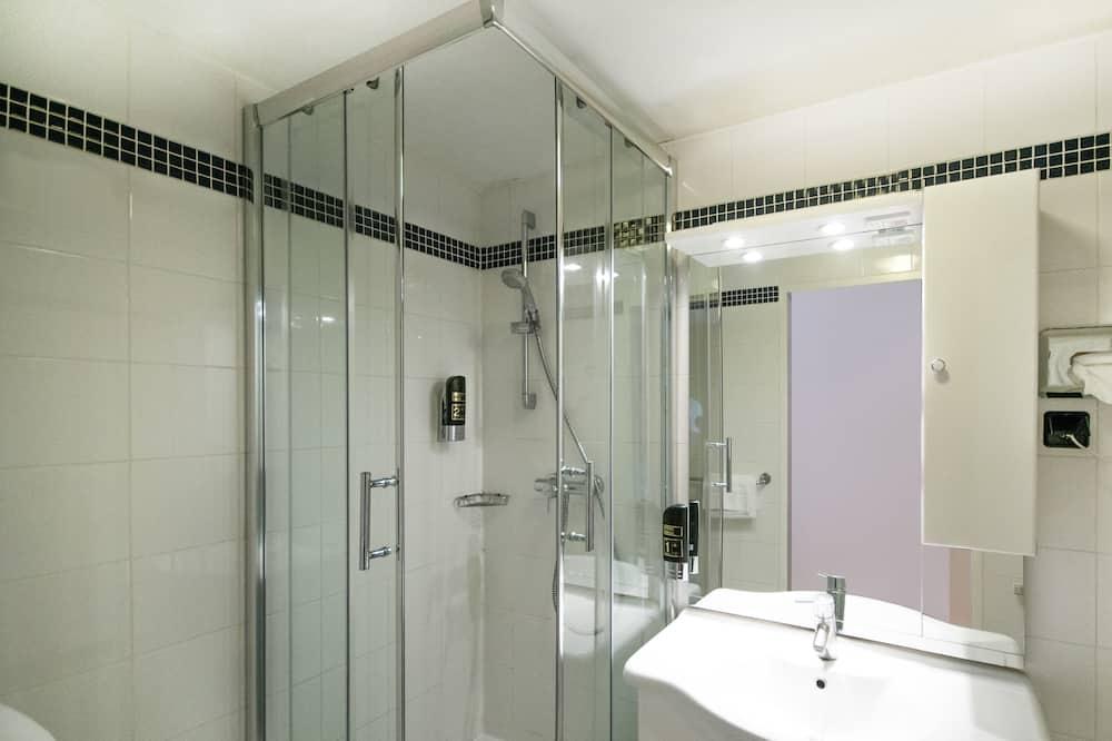 Superior Double or Twin Room - Bathroom