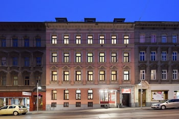 Enter your dates for our Vienna last minute prices