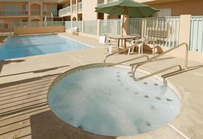 Americas Best Value Inn Mojave, Mojave, Tina de hidromasaje al aire libre