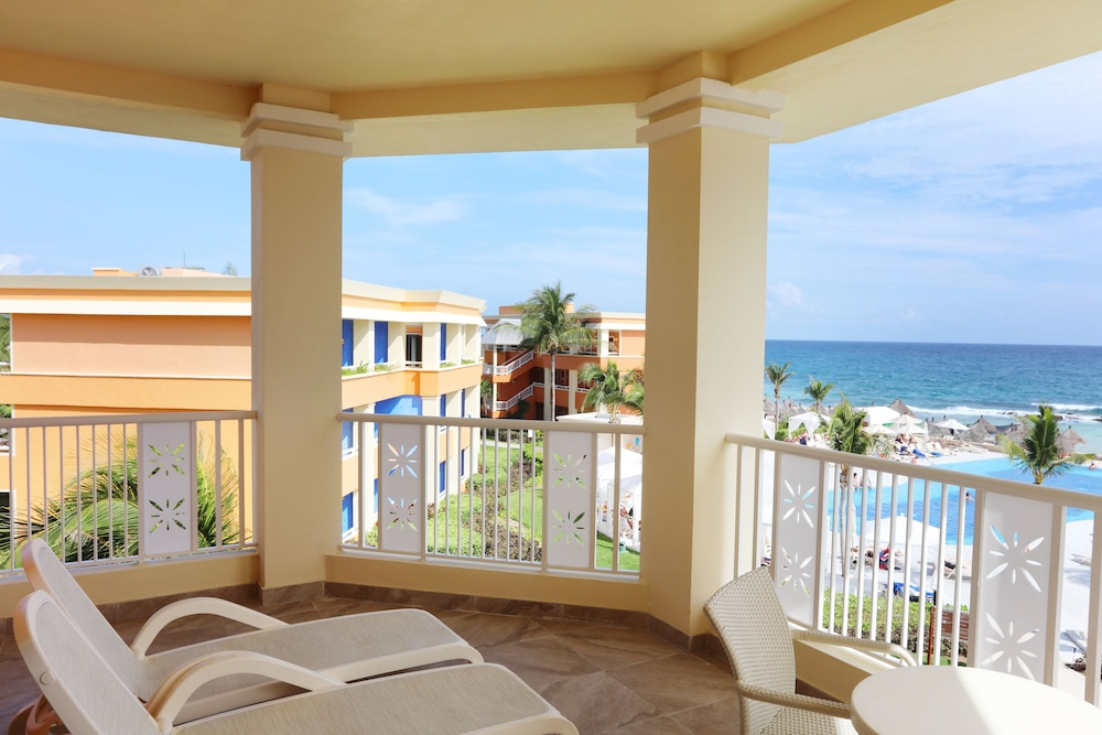 adult only pool - Picture of Luxury Bahia Principe Akumal ... |Bahia Principe Akumal Women