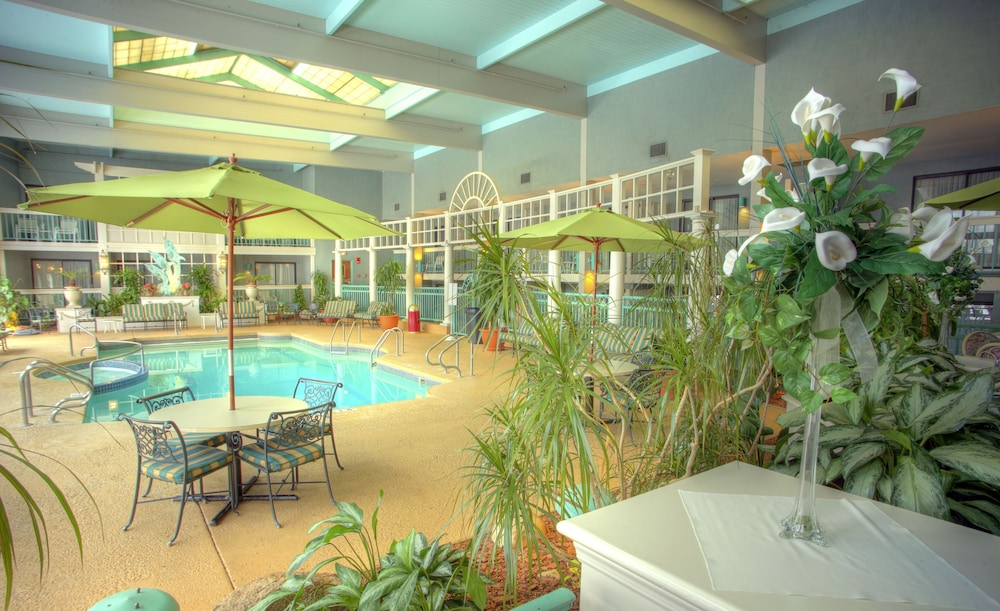 Clarion Hotel Lake Erie Indoor Pool