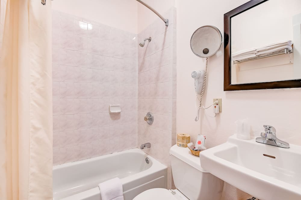 Economy Room, 1 Double Bed, Shared Bathroom - Bathroom