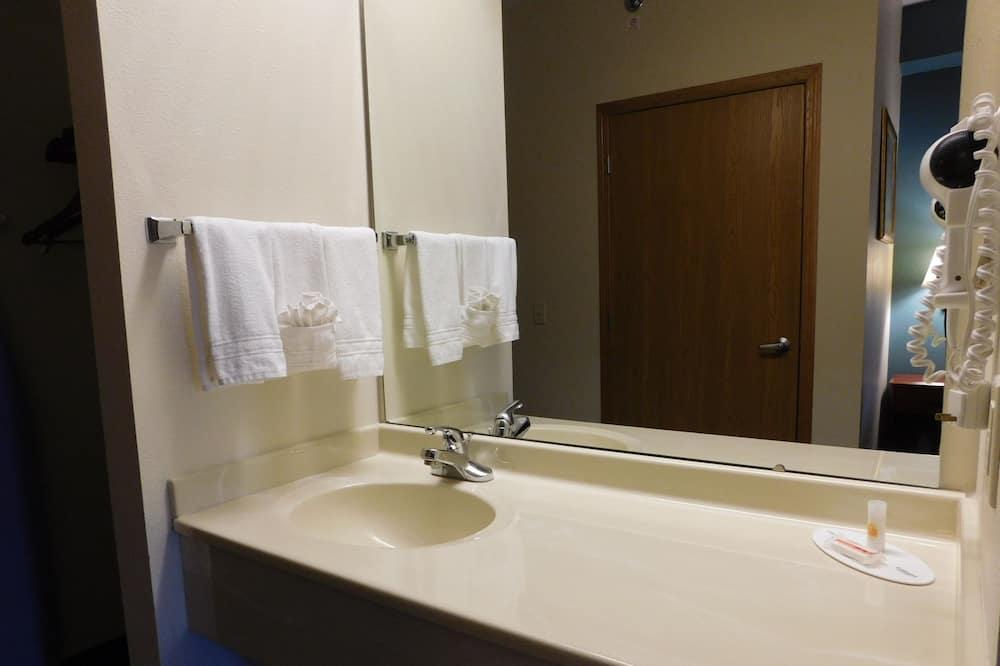 Suite, 2Queen-Betten, Nichtraucher (East Building) - Badezimmer