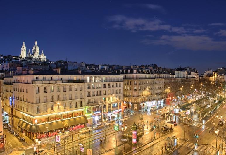Villa Royale, Paryż, Fasada hotelu — wieczorem/nocą