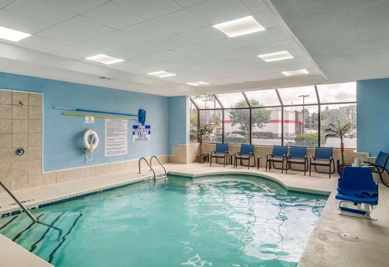 Comfort Inn & Suites, Smyrna, Alberca