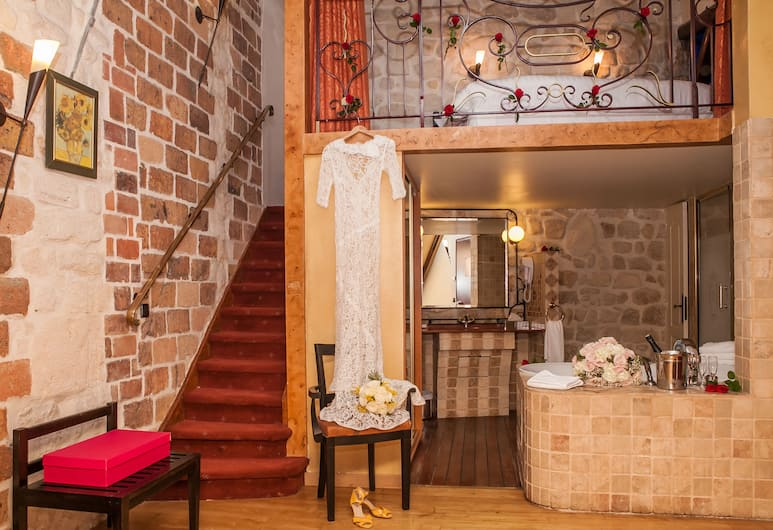 Hotel Europe Saint Severin Paris, Paris, Junior Suite, Jetted Tub, Guest Room