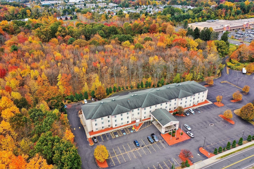 Manchester Inn and Suites