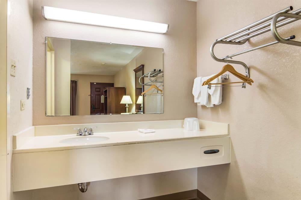 Стандартний номер, 1 ліжко «кінг-сайз», обладнано для інвалідів, для некурців - Ванна кімната
