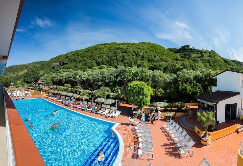 聖露西亞飯店, 帕爾蓋利亞, 池畔酒吧