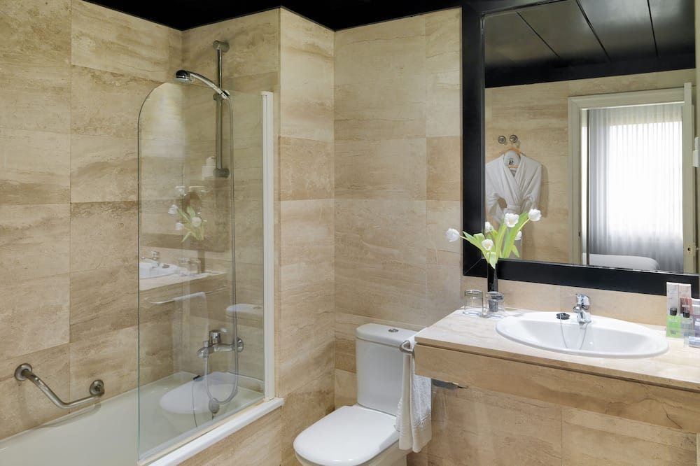 Basic Room (Individual Use) - Bathroom