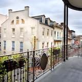 Z widokiem na balkon
