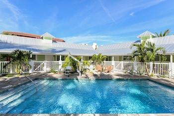 Picture of Tropical Breeze Resort in Siesta Key
